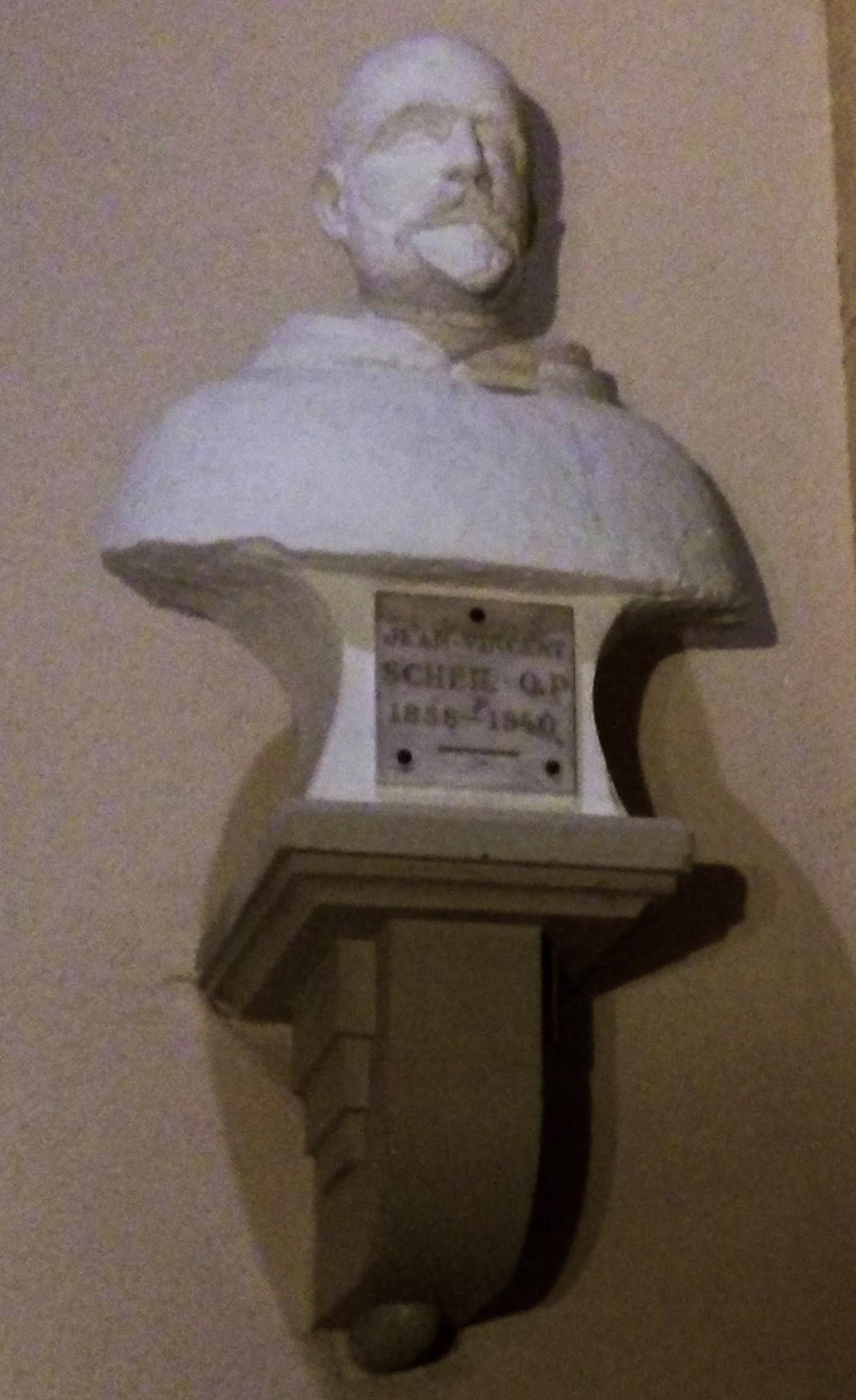 Le buste du Père Scheil en l'église St Martin