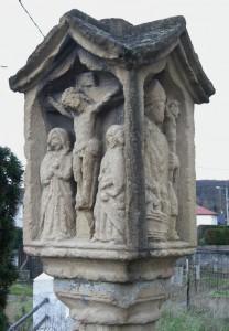 A droite St Nicolas